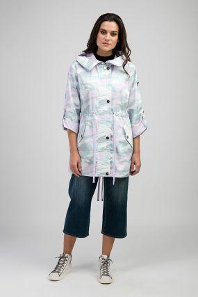Удлиненная куртка-ветровка с модным принтом