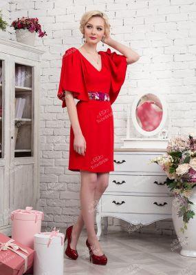 Красное коктейльное платье с глубоким декольте 335-2