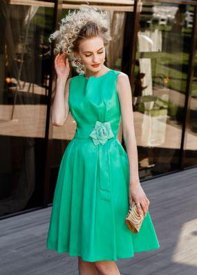 Зеленое вечернее платье с цветком на поясе NN077B
