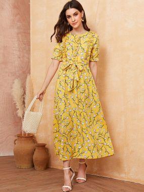 Платье с цветочным принтом и поясом