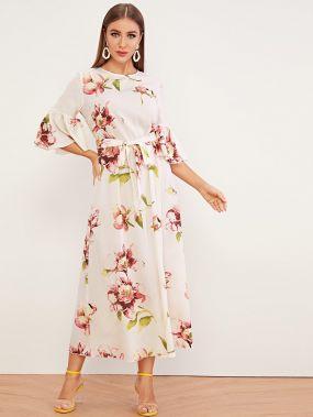 Платье с цветочным принтом, поясом и оригинальным рукавом
