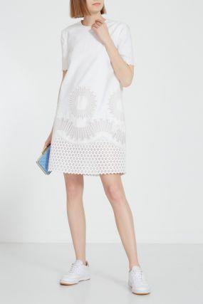 Белое платье с ажурной отделкой