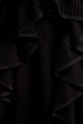 Черное шелковое платье с оборками