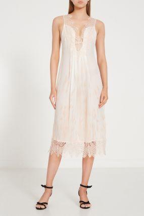 Бежевое шелковое платье с кружевом