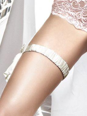 Белая сатиновая подвязка с накладкой Accessoires Baci Lingerie Black Label