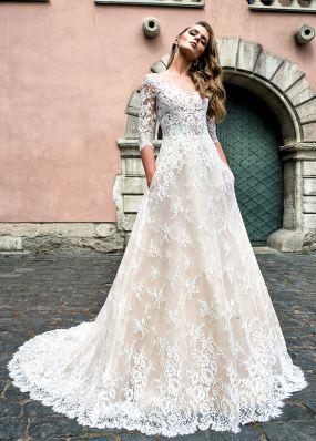 Свадебное платье а-силуэта из гипюра SOL013