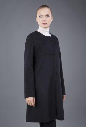 Расклешенное женское пальто средней длины