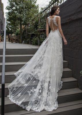 Свадебное платье с кружевным шлейфом RIKI DALAL RD-209