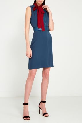 Платье с цветной вставкой
