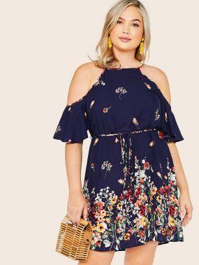 Платье с халтером, поясом, открытым плечом и цветочным принтом размера плюс