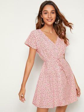 Платье с пуговицами, цветочным принтом и поясом