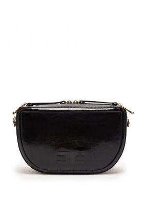 Черная лакированная сумка