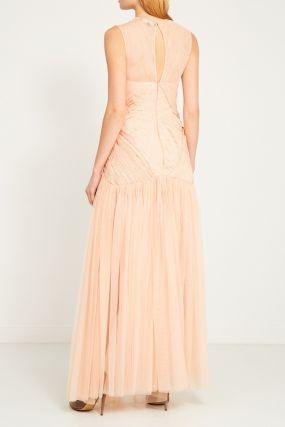 Бежевое платье с отделкой