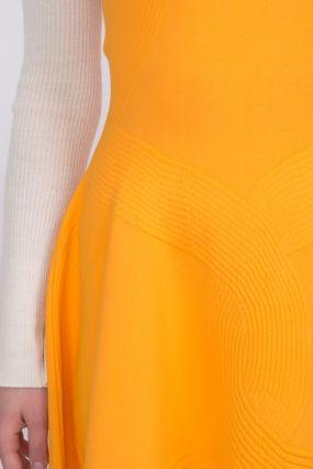 Оранжевое платье-мини