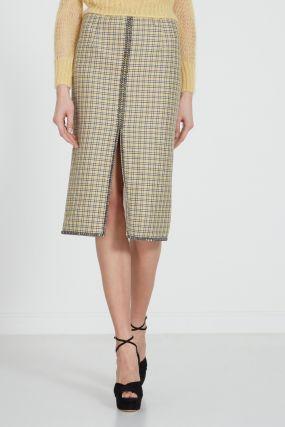 Клетчатая юбка-карандаш с разрезом спереди